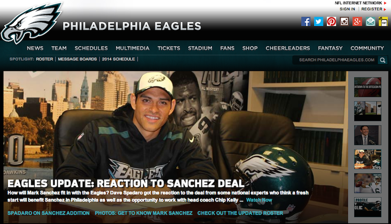 Mark Sanchez Photobombed By Incredibly Appropriate Reggie White Photo