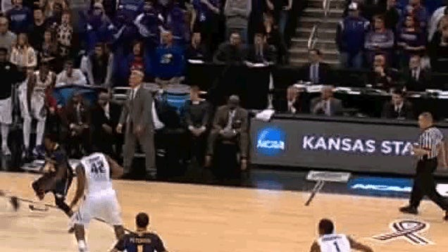 Bruce Weber Tried His Hardest To Call Timeout In The Final Seconds Of KSU's Loss, But Nobody Was Listening