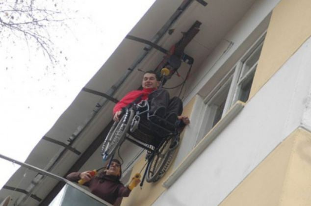 Paraplegic built a diy elevator for his apartment building for 2 story wheelchair lift