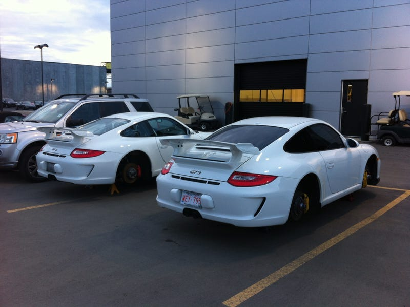 Porsche GT2RS spotted in Edmonton (and why no wheels?)
