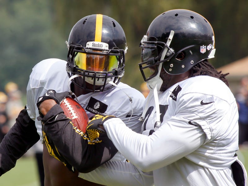 Le'Veon Bell and LeGarrette Blount Arrested; Pot Charges Expected