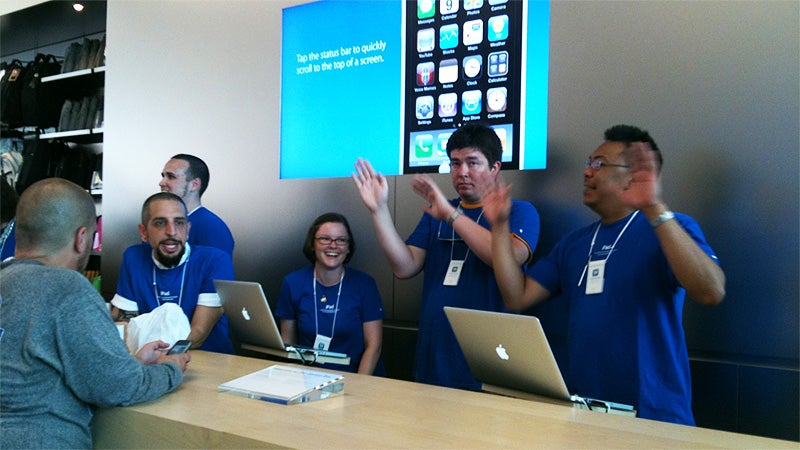 Apple Store Employees Aren't Allowed to Say 'Unfortunately'