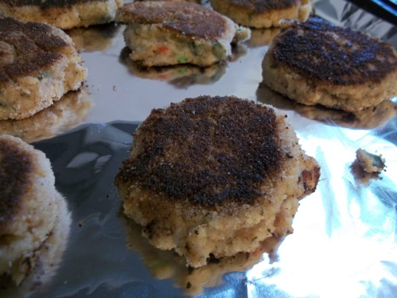 CRAB CAKES IN THE HIZZOUSE