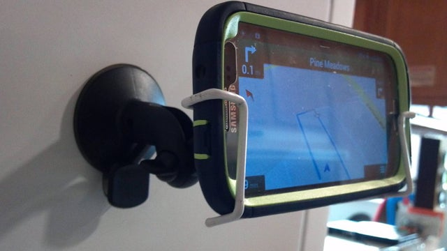 Turn a Coat Hanger into a Smartphone Car Dock
