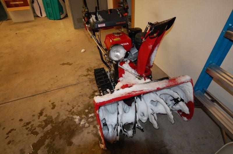 Honda HS1132TA Full-Auto Snowblower: Destroys Snowdrifts