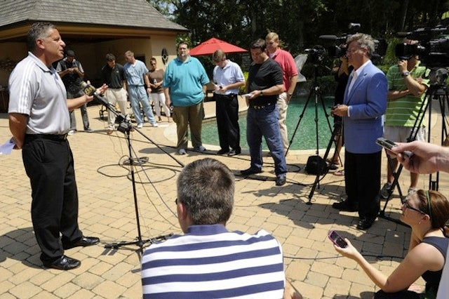 Bruce Pearl Hosts BBQ To Address NCAA Sanctions For BBQ He Once Hosted