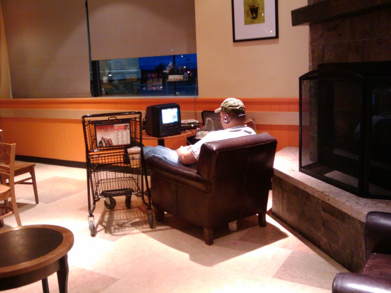Please Don't Let It Become Trendy To Bring an Xbox to Starbucks