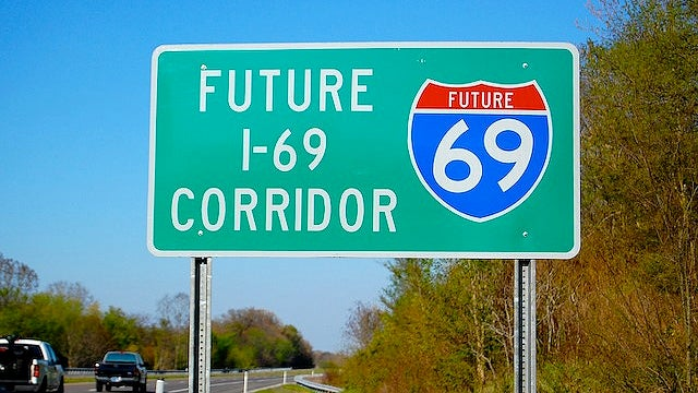 Texas erects I-69 signs that will soon be stolen