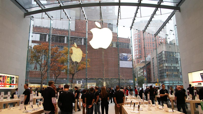 Manhattan Apple Store Accused of Discriminating Against Black Men