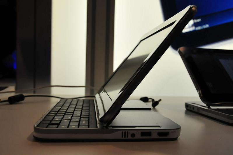 Hands On With the UrbanMax, Intel's Concept Tablet Notebook... Thing