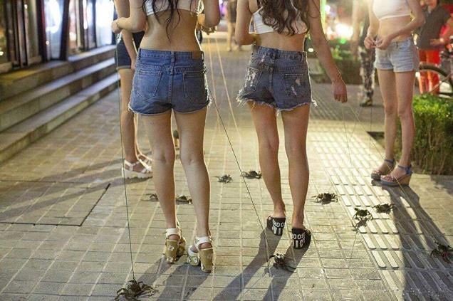 """Don't Be Fooled, """"Pet Crab Walking"""" Is Not a Trend in China"""