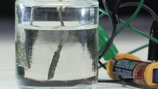 Scientists Pulled Hydrogen From Water Using an AAA Battery