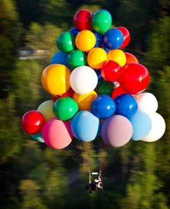 Man Crosses English Channel with Helium Balloons