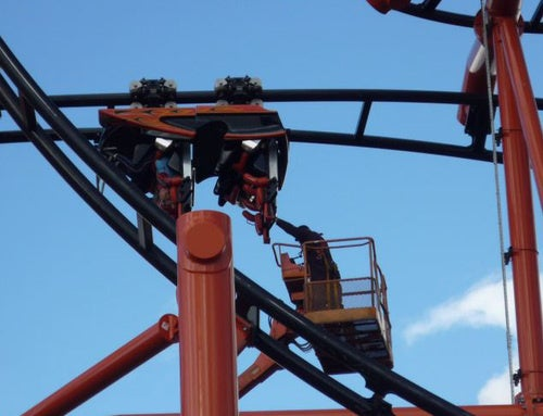 Roller Coaster Traps Riders Upside Down for 20 Minutes
