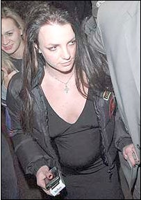 Britney Spears Looks Pregnant! Or Bloated!