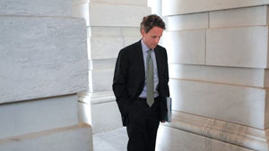 Tim Geithner Sticking Around for Another Year