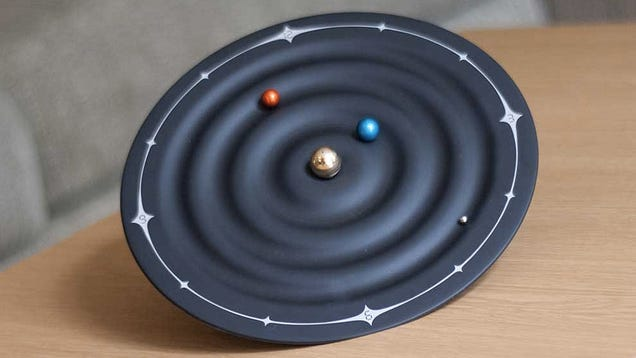 Tiny Orbiting Planets Tell the Time On This Solar System Clock
