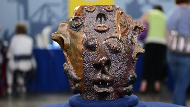 Antiques Roadshow MistakenlyAppraises Weird Clay Jug Made by High Schooler at$50,000