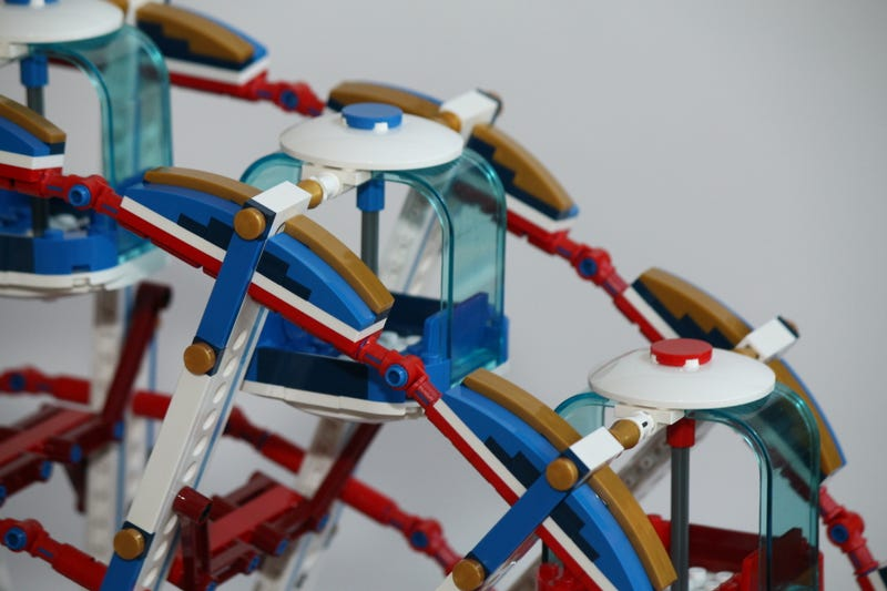 This Motorized Lego Ferris Wheel Is Perfect For a Minifig Date Night