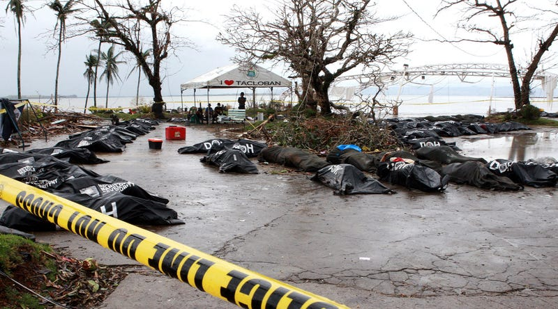Thousands of Typhoon Survivors Left Stranded in Devastated City