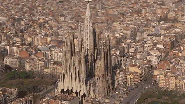 Cómo será la Sagrada Familia finalizada en 2026, visto en 3D