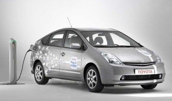 Plug-in Prius Averaging 65 mpg in Tests, 15 More Than Standard Model