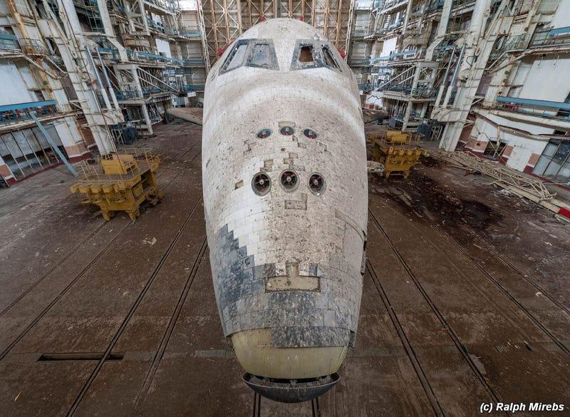 بقايا مكوك فضائي سوفيتي