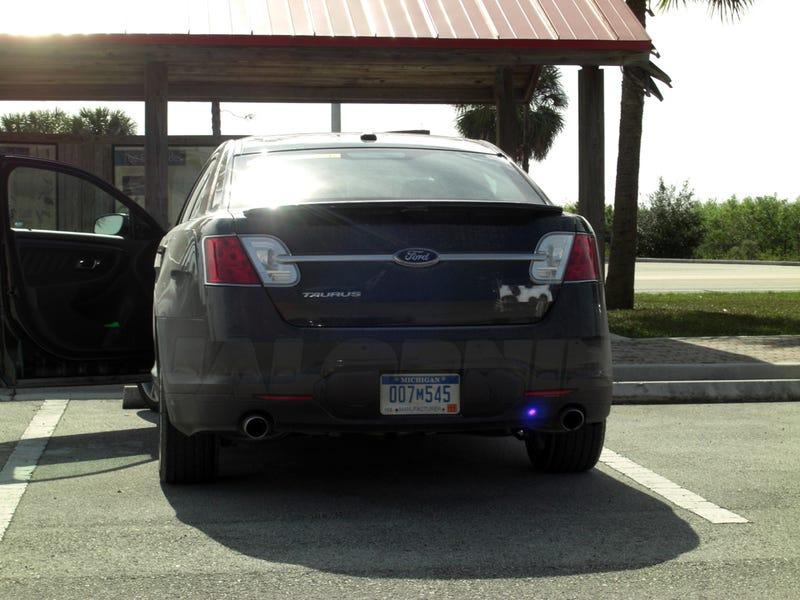 2010 Ford Taurus SHO: Super-Taurus Shows Off In Sun