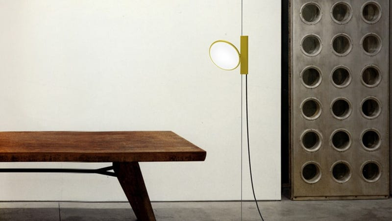 This Floor-To-Ceiling Lamp Marries Modern-Day Tech and Old School Design