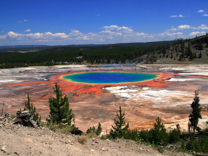 Idiot Tourist Crashes Drone Into Yellowstone Park's Famous Hot Spring