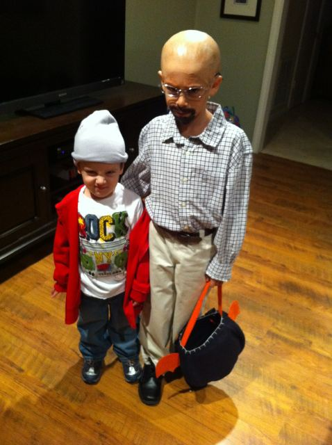 Little kids cosplaying as Walter White and Jesse are the cutest little meth cooks