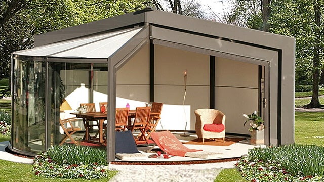 Retractable Sun Rooms Let the Light, Breezes, and Insects In