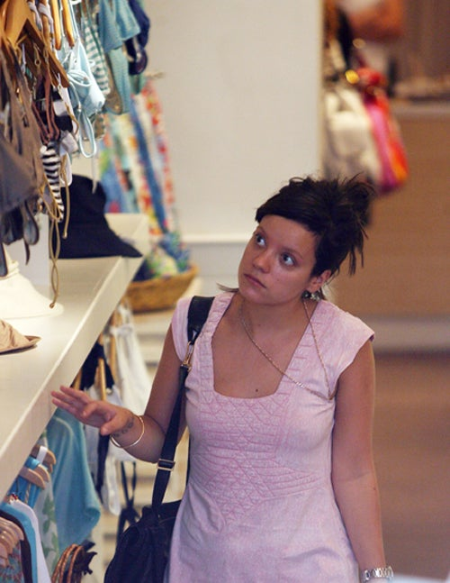 Lily Allen's Bikini Shopping Is Not Going Swimmingly