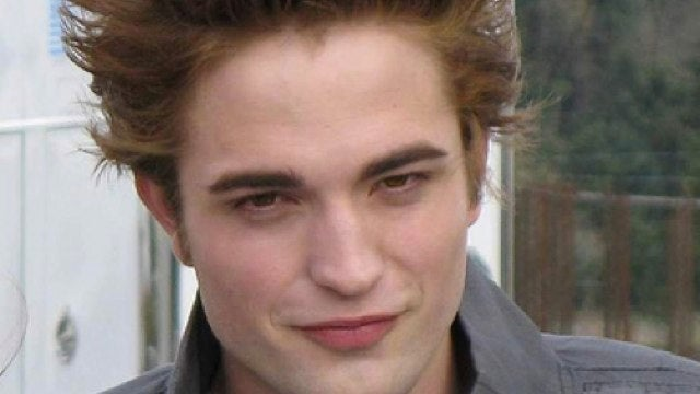 Rob Pattinson tells us all what Bella's placenta tastes like. Wait, what?