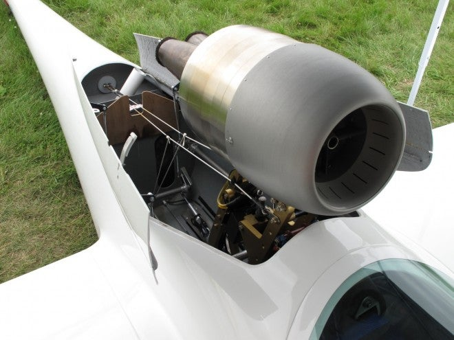 Sailplane Launches Itself With Retractable Jet