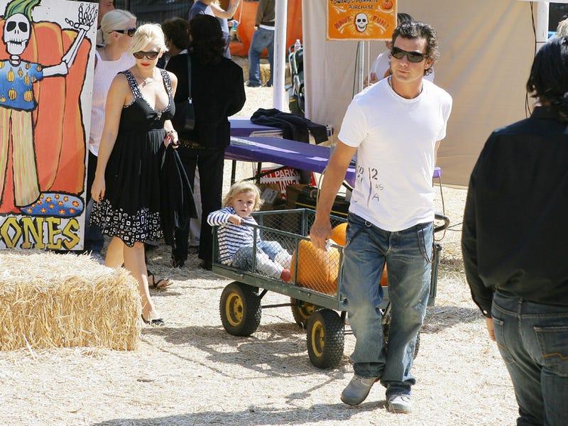 Gwen & Gavin Take Their Pumpkin To The Patch