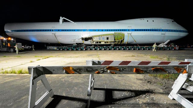 NASA Moved The Shuttle's 747 Through The Streets Of Houston Last Night