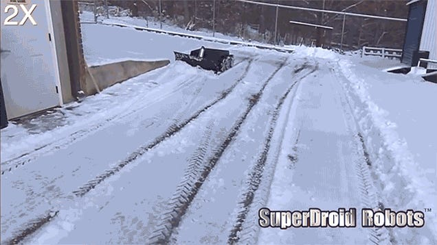 An RC Snowplow Lets You Shovel Your Driveway From Your Living Room