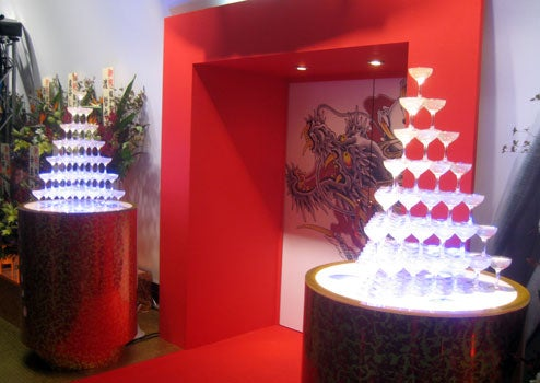 Lets TGS! Yakuza 3 Booth Breaks New Ground With Champagne Fountains