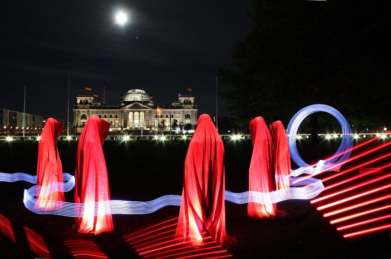 Light Paintings That Make the Real World Look like Tron