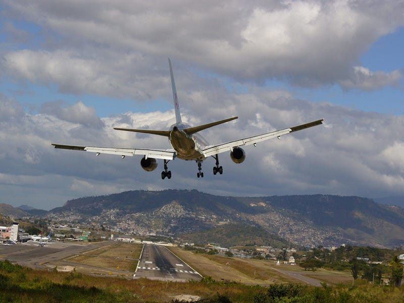 Honduras: World's Trickiest Landing