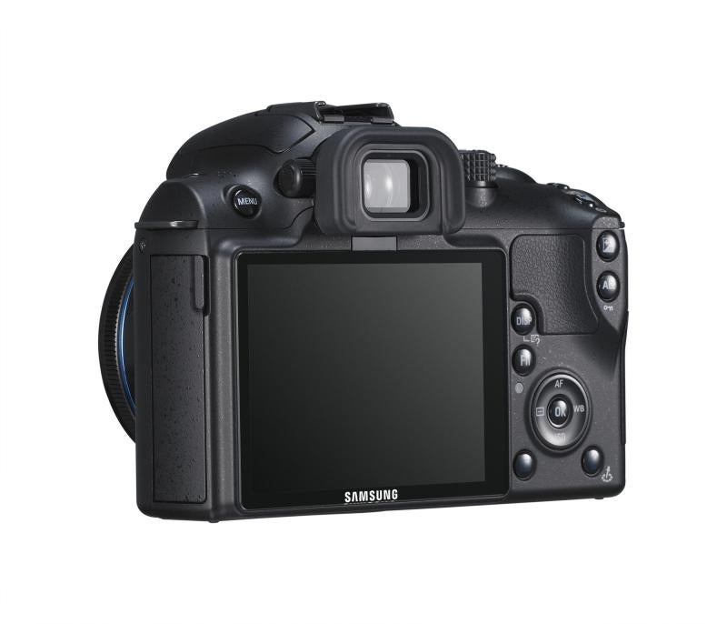 Samsung NX Series Cameras Have Compact Bodies, DSLR Hearts