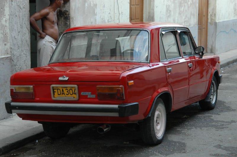 ¡Más Abajo En La Calle De Cuba!