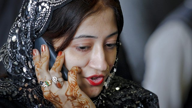 New Law Will Ruin Sexting for Pakistanis