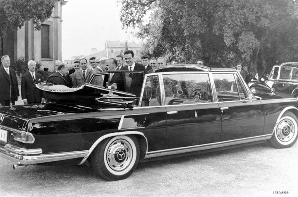 Pope's vintage Mercedes limo coming to the U.S.