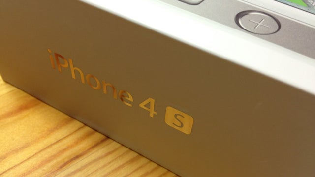 Who Posted the First iPhone 4S Photos to the Web?