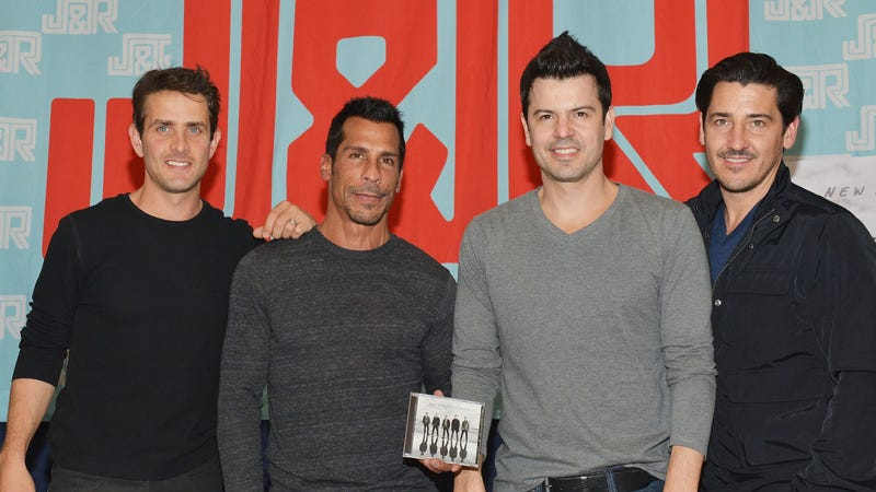 Jonathan Knight Rushes Off-Stage During NKOTB Concert Due to Anxiety