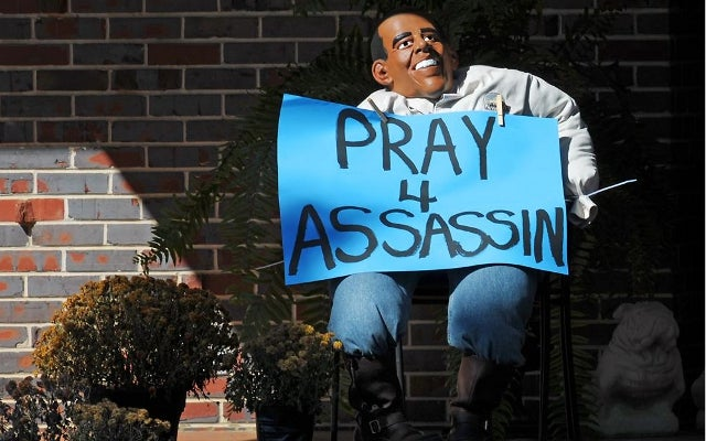 Obama Effigy with the Words 'Pray 4 Assassin' Spotted in Alabama