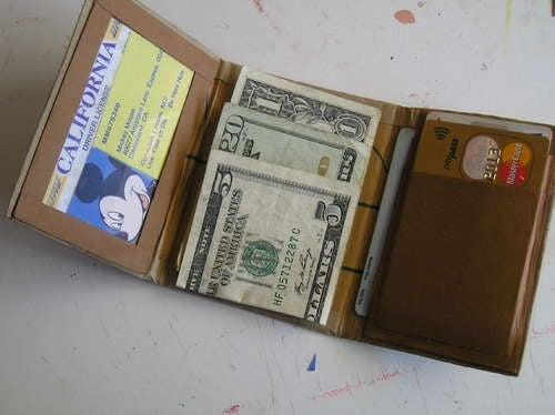 DIY Cardboard Wallet Looks Way Better than You Would Think