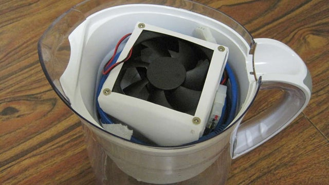 Build a Portable USB Air Conditioner Out of a Filtered Water Pitcher